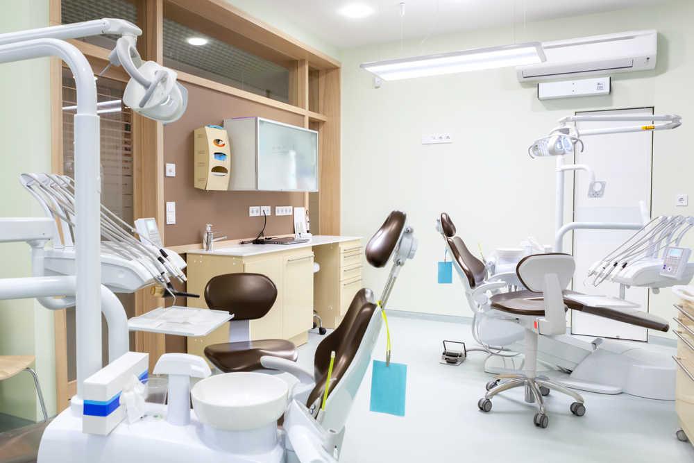 La importancia de acudir a la clínica dental adecuada