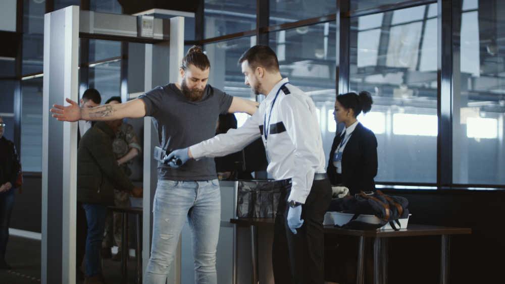 La seguridad aeroportuaria y medidas para su refuerzo
